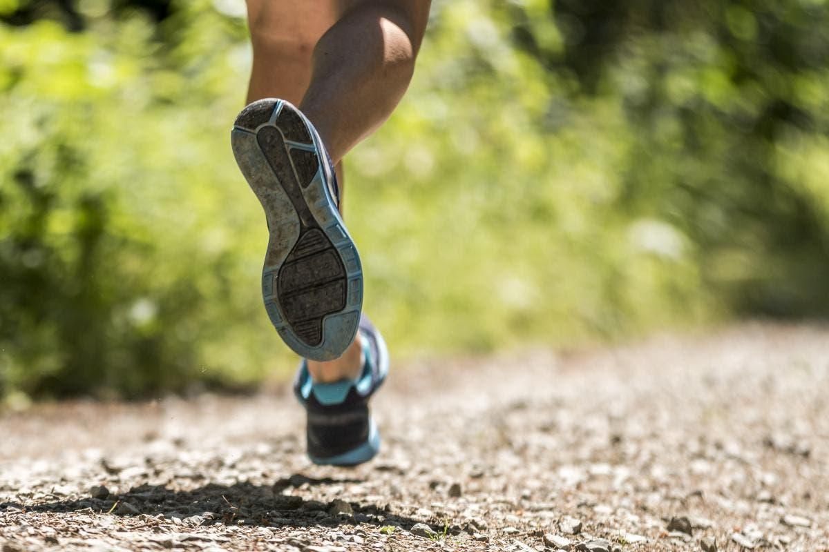 ejercicios básicos de pie para corredores