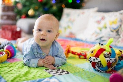 ejercicios de estimulación en bebés de 1-3 meses