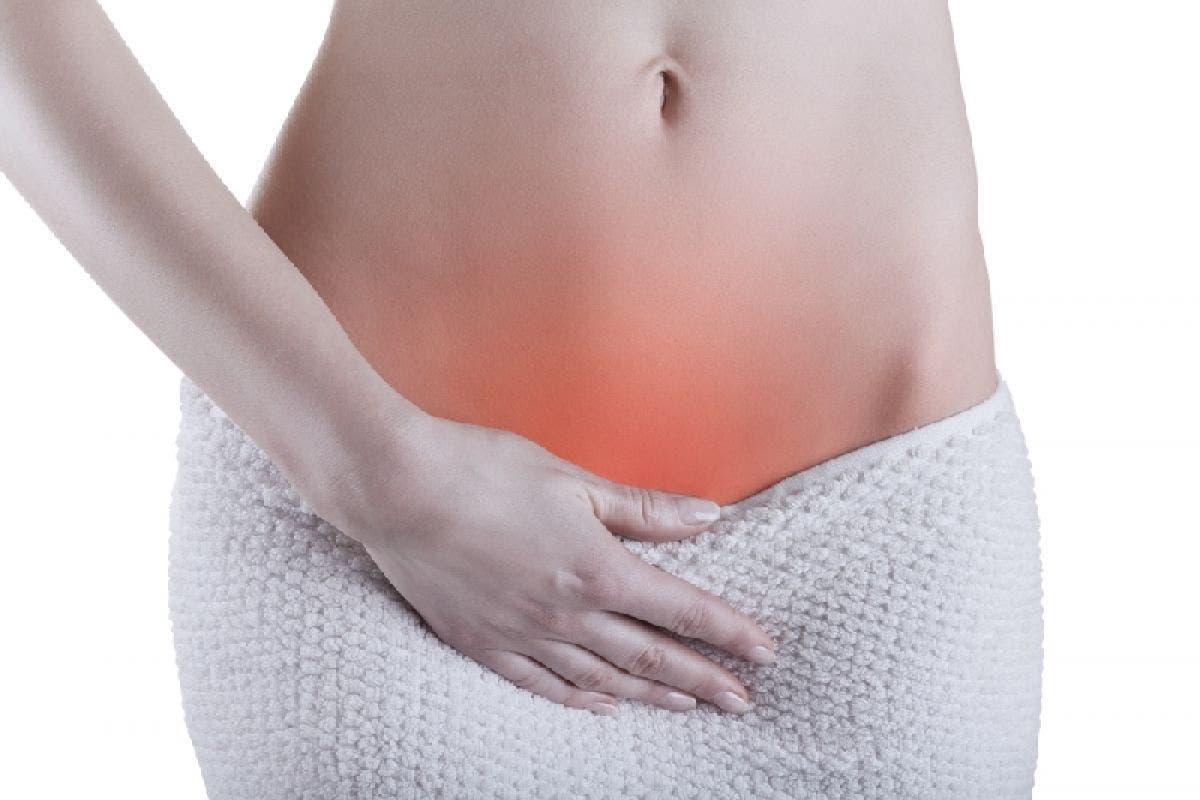 La dolor y escozor vulva en
