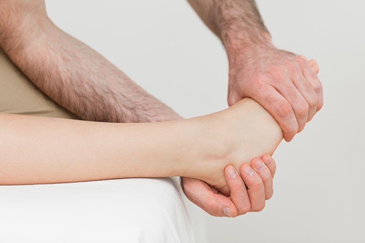 dolor al izquierda extranjero del pie