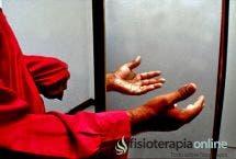 Terapia de retroalimentación frente al espejo junto con facilitación inducida como medio para lograr la plasticidad neuronal