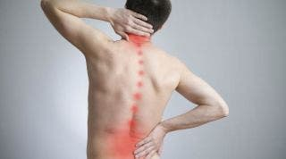 ¿Por qué se produce una hernia discal cervical?