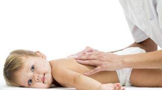 El masaje en el niño o masaje infantil desarrolla los vínculos afectivos