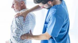 Ejercicios de movilidad para los adultos mayores con fractura vertebral