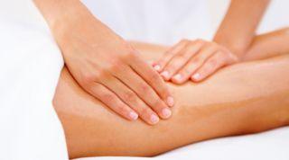 La principal herramienta de trabajo de un fisioterapeuta: Las manos.
