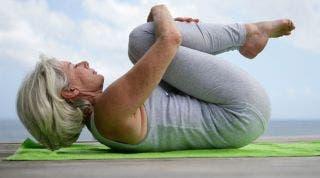 Menopausia y sus síntomas. ¿Qué ventajas tiene practicar YOGA durante la menopausia?.  Posturas y respiración