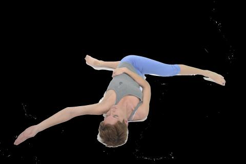 estiramiento cruzado de espalda piernas y brazos