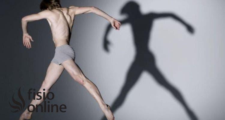 Descubre cuál es la postura adecuada cuando te mueves