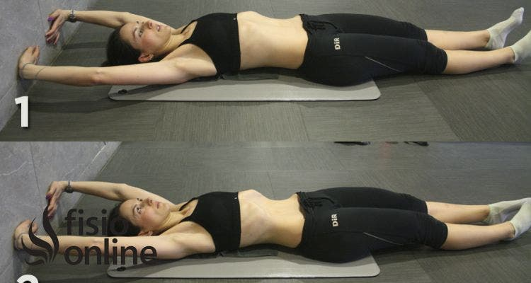 ¿Qué ejercicios se pueden hacer para entrenar los abdominales y los brazos en amputaciones femorales?