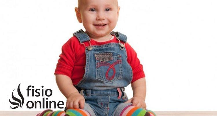 Observo que mi bebé tiene las piernas arqueadas o en X ¿ Es esto normal por su edad? ¿Se puede hacer algo para corregirlo?