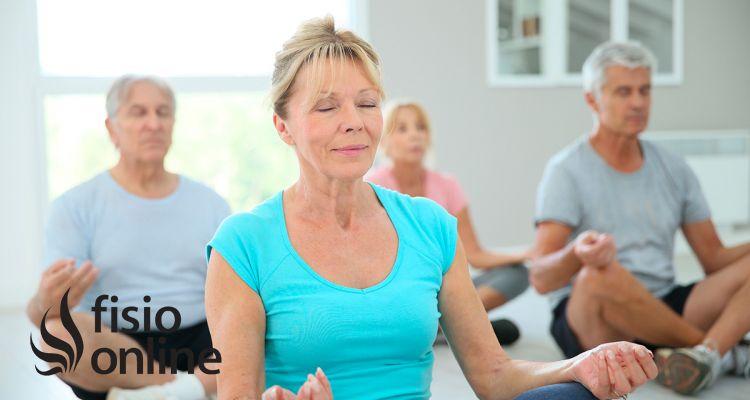 Qué es la Osteoporosis y como pueden ayudarte el Yoga y el pilates para tener huesos fuertes