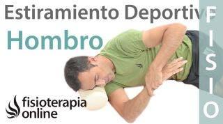 Estiramientos deportivos para relajar la zona posterior del hombro