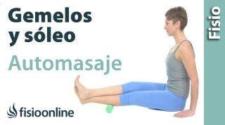 Auto-masaje del gemelo y soleo con rodillo para contracturas y sobrecargas.
