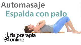 1.Auto - masaje de la musculatura de la espalda o columna con palo de madera