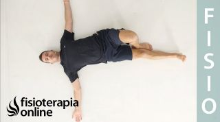Ejercicio en el suelo para movilidad de la columna vertebral