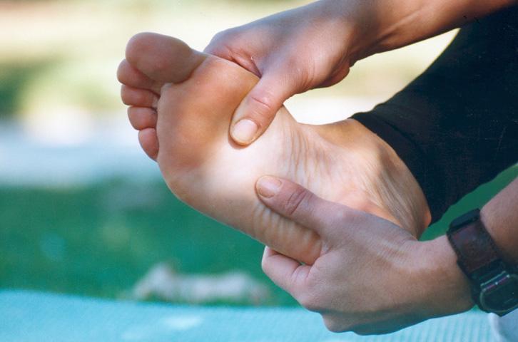 fascitis plantar masaje en el pie