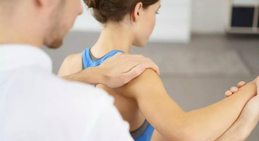 rehabilitación post-quirúrgica de luxación de hombro